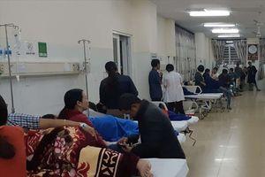 73 người nhập viện sau khi ăn bánh mì vỉa hè