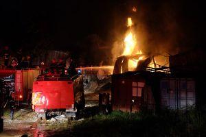 Đà Nẵng: Cháy dữ dội tại kho chứa sơn ở Khu công nghiệp Hòa Cầm