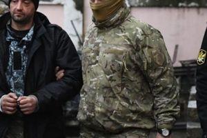 Nóng Nga-Ukraine: Crimea bắt toàn bộ thủy thủ từ tàu Ukraine bị giữ