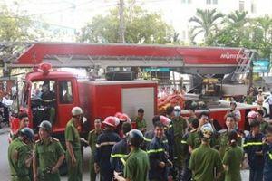 Nha Trang: Khách sạn 4 sao bốc cháy, nhiều người hoảng loạn