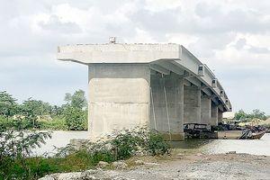 Những chiếc cầu chưa nối được đôi bờ
