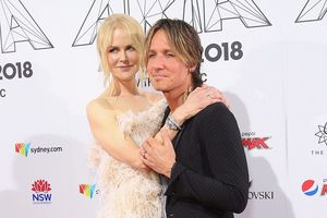 Nicole Kidman ngọt ngào, quấn quýt chồng không rời tại sự kiện