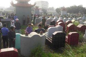 Truy tìm kẻ lạ vào nghĩa trang đập nát gần 100 bát hương