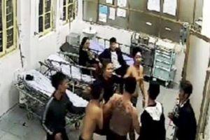 Nhóm côn đồ xăm trổ hành hung bệnh nhân ngay tại bệnh viện