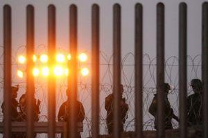 Ông Trump gây áp lực buộc Quốc hội Mỹ chi tiền xây bức tường biên giới