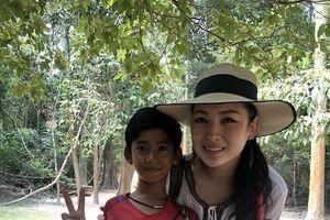 Cậu bé Campuchia biết hơn 10 thứ tiếng trở thành ngôi sao ở TQ