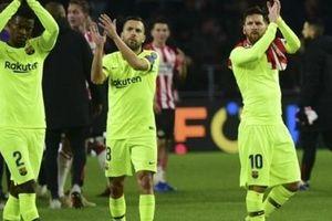 Messi cùng Barcelona đi vào lịch sử Champions League
