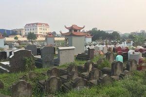 Cận cảnh gần 100 ngôi mộ bị đập phá bát hương ở Hưng Yên