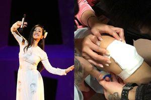 'Trốn viện' đi diễn, Hồng Nhung bị thương phải băng bó tại hậu trường và hát trong nước mắt