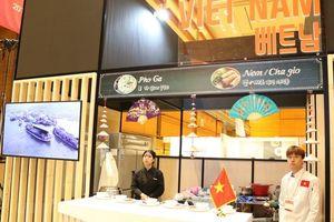 Phở và nem rán Việt Nam tại Lễ hội ẩm thực ASEAN 2018 tại Hàn Quốc