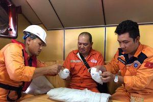 Cứu thành công thuyền viên Philippines bị dập nát hai bàn tay