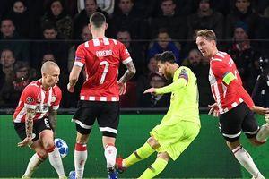 Messi vừa ghi bàn vừa kiến tạo, Barca thắng sát nút PSV