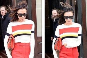 Victoria Beckham dịu dàng xuống phố với áo len và quần ống rộng đỏ rực