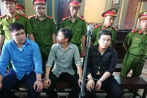 2 tên trộm đâm thương vong 5 hiệp sĩ ở TP.HCM mặt lạnh tanh khai lý lịch tại tòa