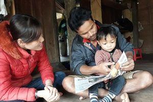 Nói chưa sõi, bé trai 3 tuổi đồng bào Vân Kiều đã đọc vanh vách chữ và số