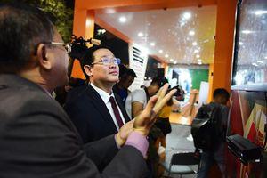 Phó Thủ tướng tham gia trải nghiệm công nghệ số tại phố đi bộ