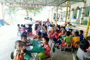 Quảng Trị: Nhiều trường mầm non thiếu cô nuôi, giáo viên đứng lớp kiêm... 'đứng bếp'