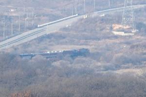 Hai miền Triều Tiên bắt đầu hành trình tái kết nối đường sắt sau một thập kỷ