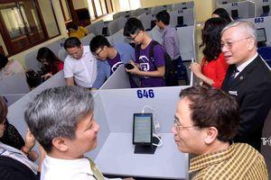 Trường đại học tổ chức cho sinh viên thi trên hệ thống máy tính bảng