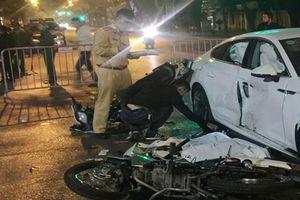 Tai nạn kinh hoàng giữa xe Audi và xe máy, 4 người thương vong