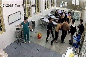Khởi tố vụ xông vào bệnh viện đánh bệnh nhân cấp cứu