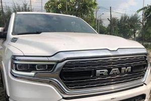 'Soi' chiếc bán tải Ram 1500 Limited đời 2019 đầu tiên về Việt Nam