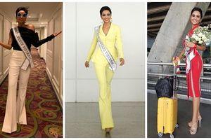 Cậy mang 12 vali chinh chiến nên chưa đầy 1 ngày, H'Hen Niê 'chiêu đãi' fan 3 trang phục mang 3 sắc thái khác biệt