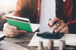 Mua bảo hiểm hay gửi tiền ngân hàng: Cái nào lợi hơn?