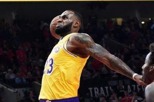LeBron James lấy lại phong độ, Lakers nhẹ nhàng hạ gục Pacers