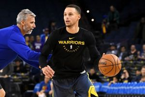 Bất lực nhìn Warriors thua đau, Curry sẽ tái xuất ở trận tới