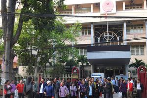 Vụ hàng trăm người dân kiện UBND tỉnh Bắc Giang: Lại tạm dừng phiên tòa