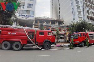 Cháy nhà hàng ở phố Tây, du khách tháo chạy