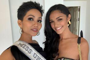 H'Hen Niê đọ sắc cùng các thí sinh Miss Universe 2018