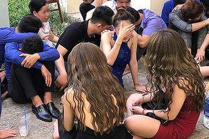 Bay lắc trong quán bar tại TP.HCM, hàng chục dân chơi bị vây bắt