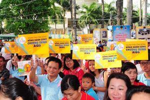 Hàng ngàn người tham dự Lễ mít tinh hưởng ứng Tháng hành động phòng chống HIV/AIDS