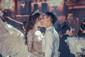 Ưng Hoàng Phúc ngọt ngào khóa môi Kim Cương trong tiệc cưới
