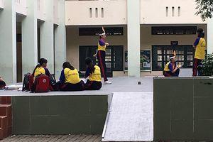 Nữ sinh té chấn thương đầu do tập nhảy Flashmob