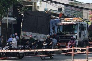 Điều tra nguyên nhân xe tải tông sập 2 nhà dân, tài xế kẹt trong cabin kêu cứu
