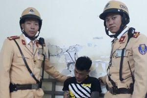Hà Nội: CSGT truy đuổi 3 đối tượng đánh và bắt giữ người trái phép