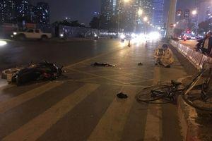 Va chạm với xe máy, người phụ nữ đi xe đạp bị thương nặng