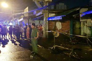 Đập tường cứu 20 người khỏi khu trọ cháy ngùn ngụt trong đêm ở Sài Gòn