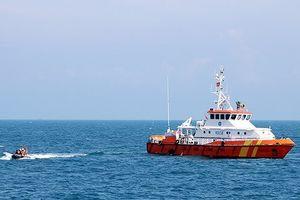 Cứu 5 ngư dân trên tàu cá bị chìm