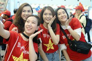 Cổ động viên 'nhuộm đỏ' sân bay lớn nhất Miền Nam