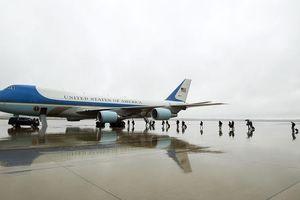 Tổng thống Trump điều Air Force One đón linh cữu Bush 'cha'