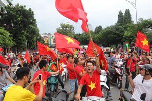 Cổ động viên Ninh Bình hào hứng trước trận Việt Nam - Philippines