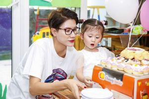 Trang Trần tổ chức sinh nhật 3 tuổi cho con gái đầu lòng ở lớp học