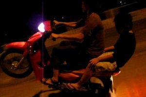 Clip: Cái kết cho nam thanh niên thích thể hiện khi đi xe máy