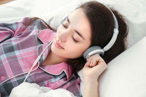 Nguy hại khôn lường từ thói quen nghe nhạc trong lúc ngủ