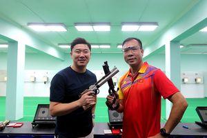 Quán quân Olympic Jin Jong-oh trổ tài bắn súng trước các xạ thủ Việt Nam