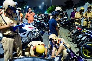 Xử phạt nhiều người quá khích khi đi 'bão' đêm qua ở Sài Gòn